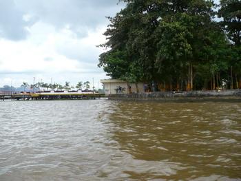 Abis keliling naik perahu, sampai lagi deh di dermaga ;)