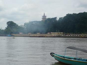 Pulau Kemaro dari Seberang Sungai Musi