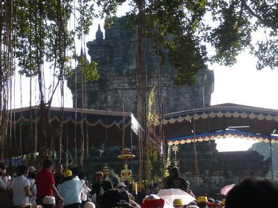 puja-bhakti-waisak-di-mendut-2008