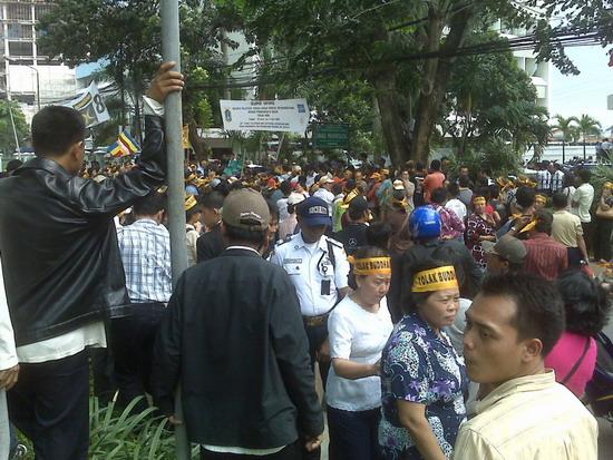 """""""Kesatuan Umat Beragama Tolak Buddha-Bar dan Penistaan Agama"""" ; Demo didepan Gedung Departemen Pariwisata, Senin 30 Maret 2009, 13.00 WIB /sd sore"""
