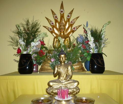 Meja Puja di rumah