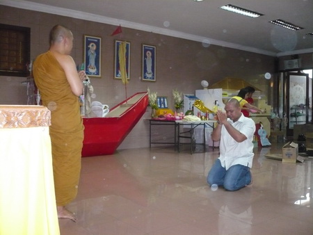 Ratana Kumaro : Di hadapan Bhante Khemacaro Nyana Subalo ( Sangha Agung Indonesia )