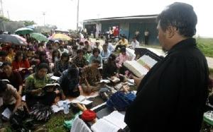Jemaat HKBP Bekasi Terpaksa Beribadat Tanpa Gedung Gereja